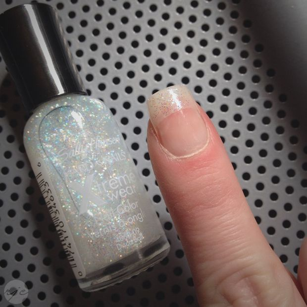 Easiest DIY Acrylic Nails That You Can Do In The Comfort