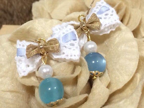 不思議な光を放つ青い石と、可愛らしいレースのリボンのピアスです❤︎控え目なお色の組み合わせですので、パステルカラーのお洋服や、ブラウス等によく映えるかと思われ...|ハンドメイド、手作り、手仕事品の通販・販売・購入ならCreema。