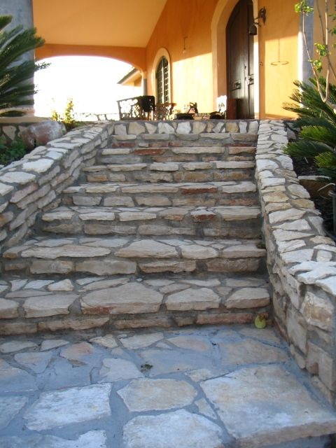Scale in pietra scala esterna pietra terrace garden for Rivestimento scale esterne economiche