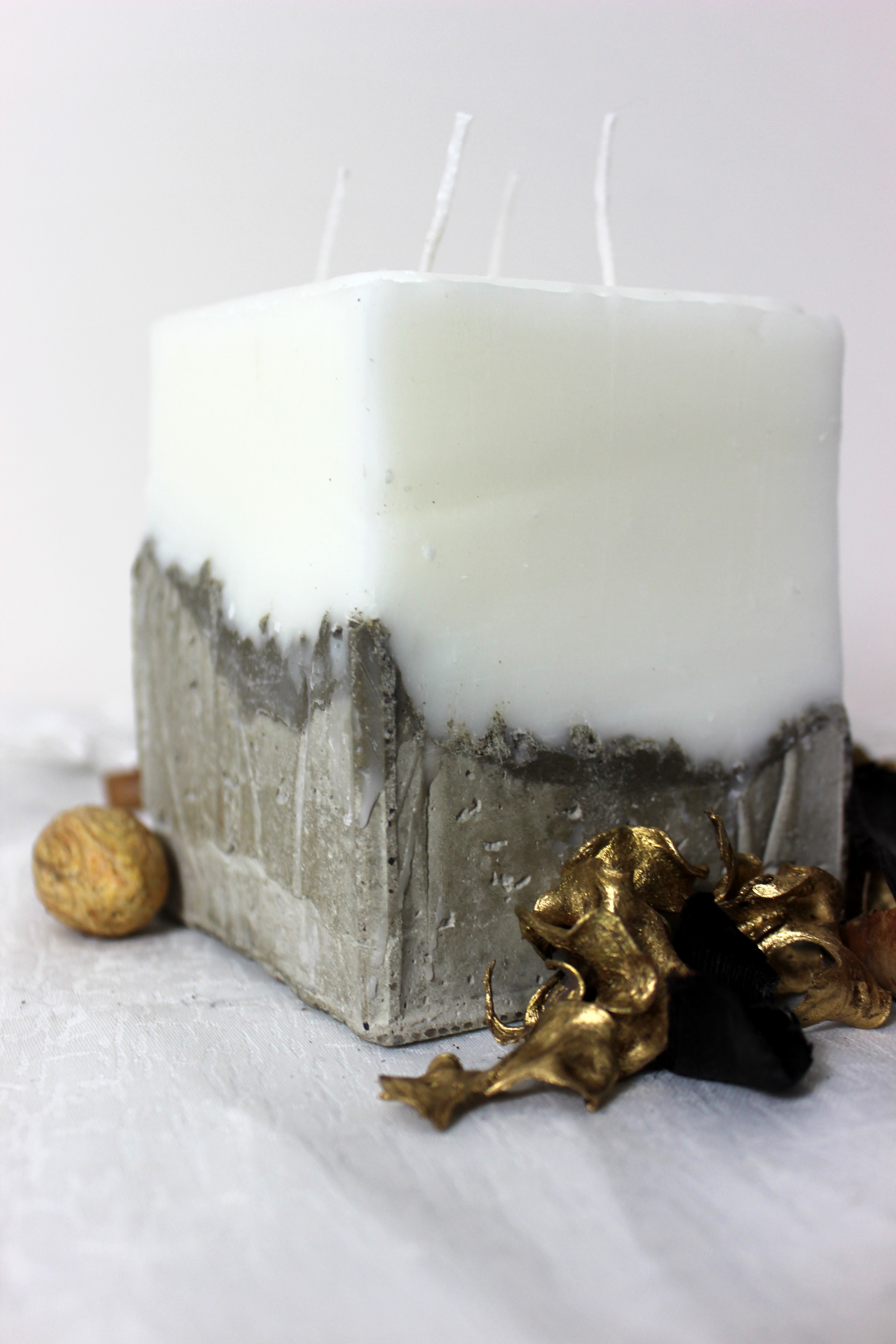Photo of Large Volcanic Grey Square Candle – Spiced Chocolate Macaroons