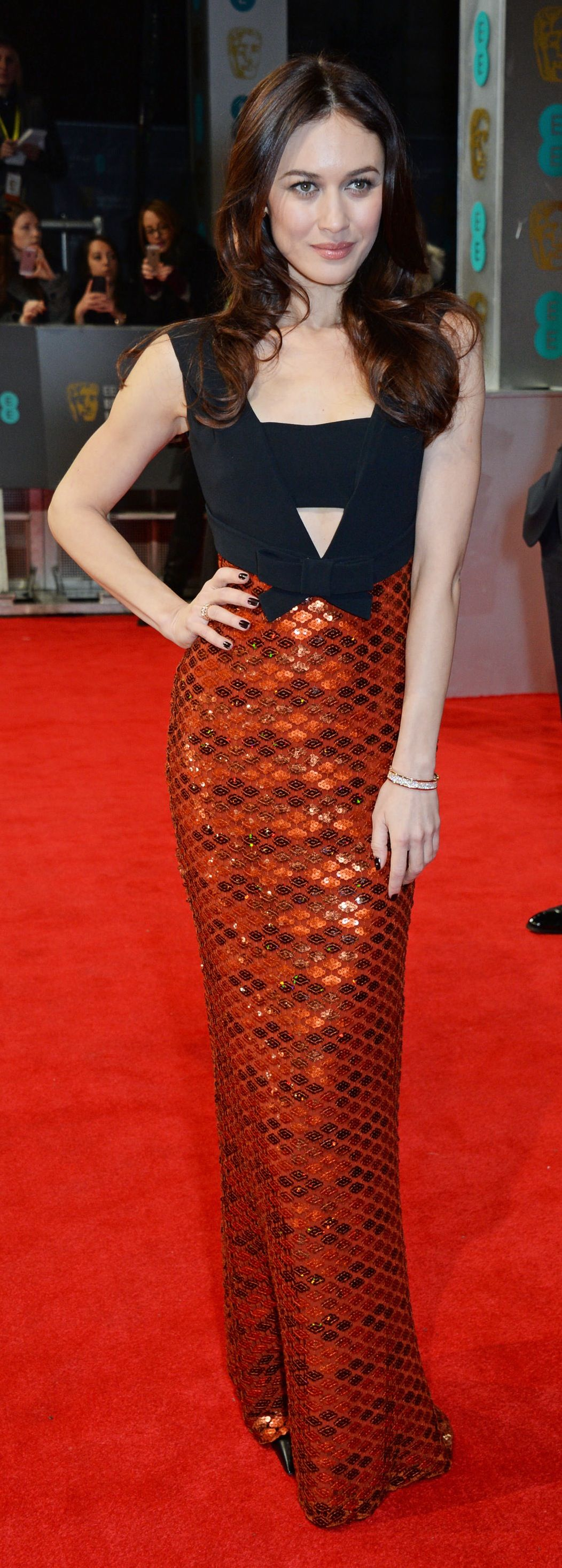 Roter Teppich Promis French Actress Olga Kurylenko Wearing A Burberry Dress To