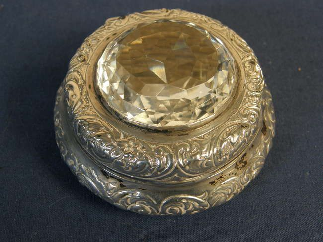Victorian silver snuff box with hinged cover, inset with a brilliant cut crystal, by William Comyns, the sides chased with foliage, London 1896