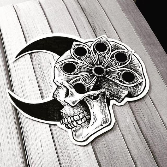 #Skull #Skulls #FearfulSkull - Künstler -  #Skull #Skulls #FearfulSkull  - #compasstattoo #FearfulSkull #flowertattoo #Ink #Künstler #moontattoo #naturetattoo #skull #SkullTattoos #skulls #tinytattoo