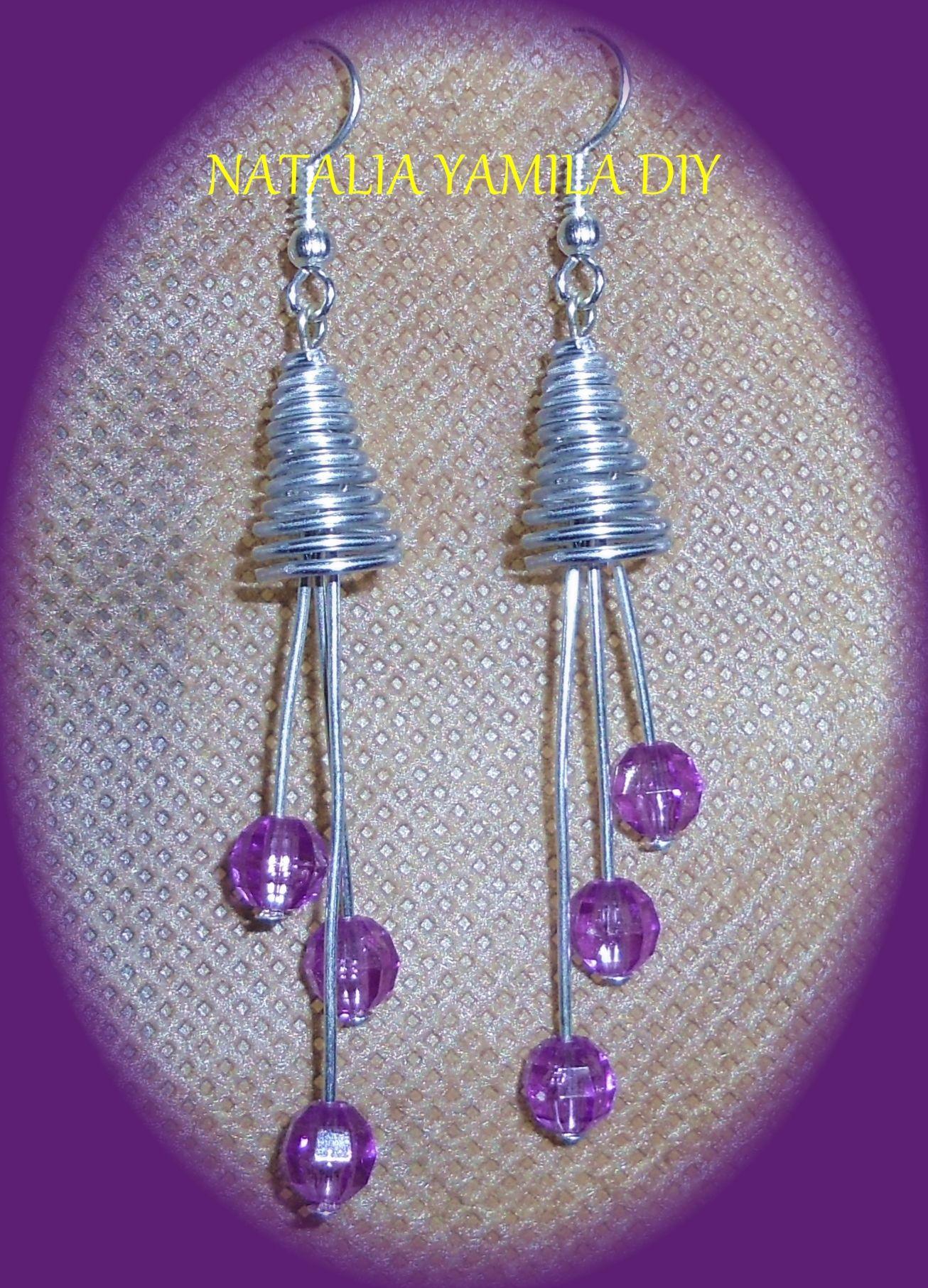 76987995704f Aros pendientes artesanales en alambre de aluminio y alpaca con cuentas  facetadas moradas . Handmade wire earrings