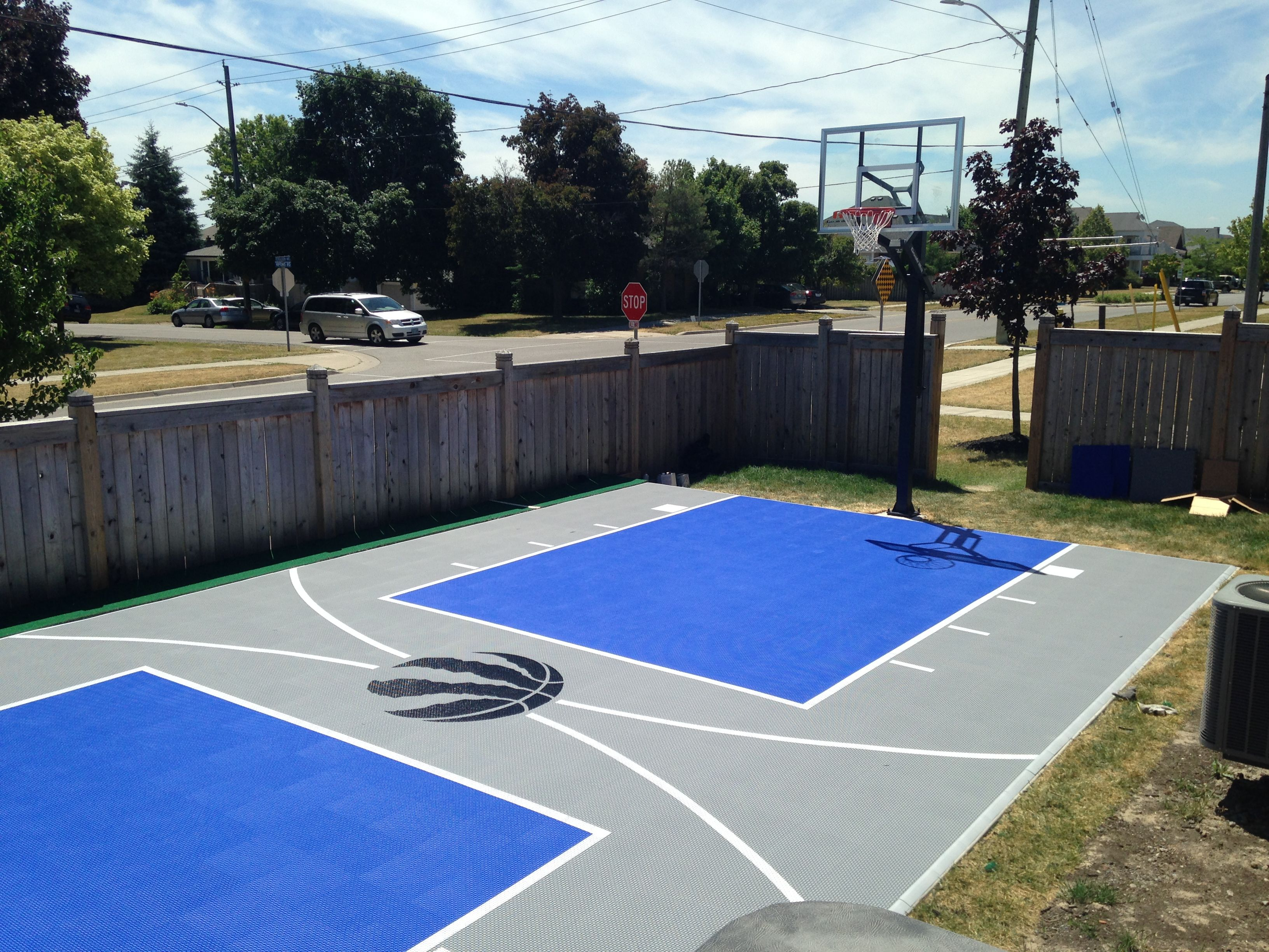 20 X 40 Basketball Court In Brooklin On Surfaces Is The Snapsports Duracourt Basketball Court Backyard Indoor