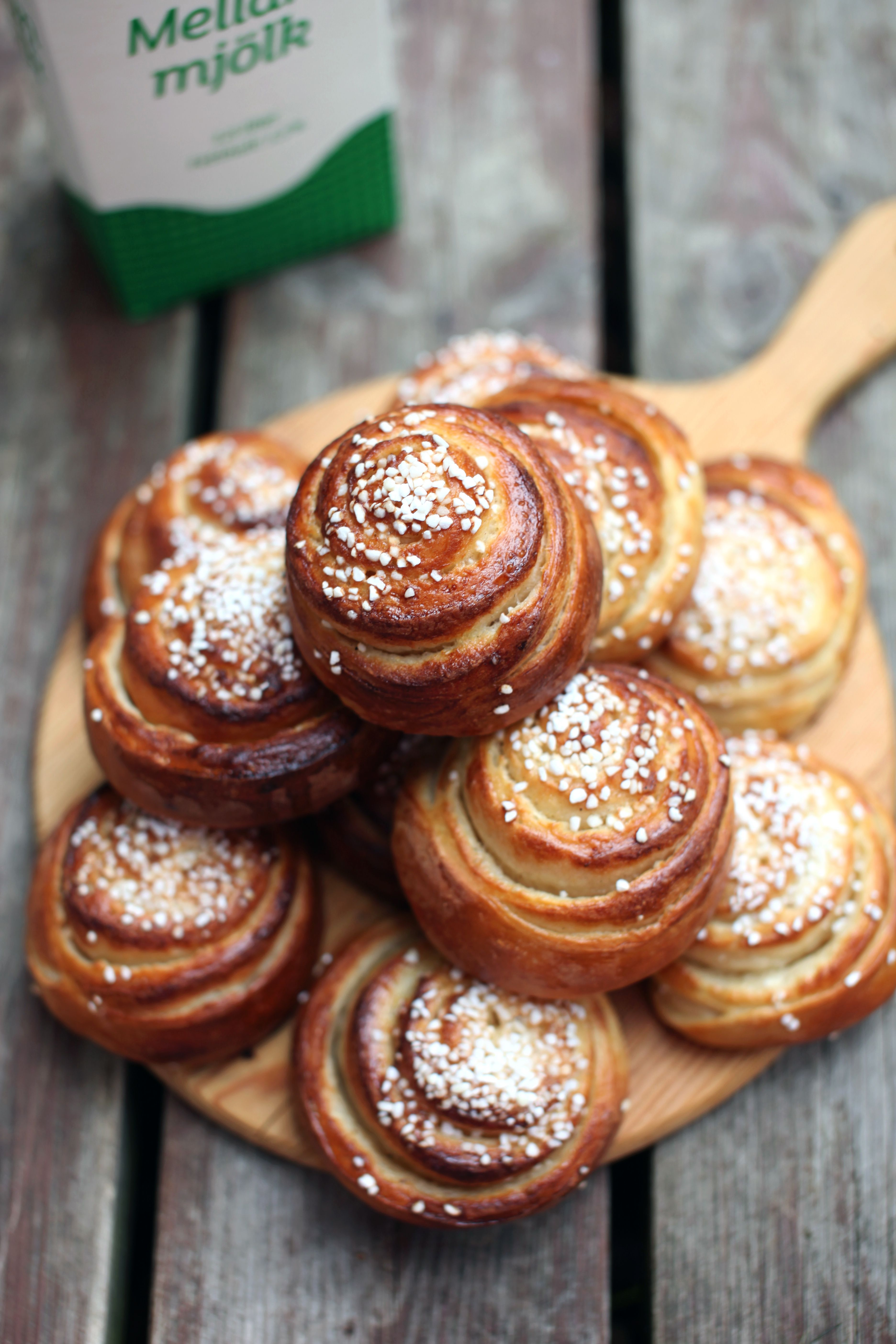 vanilla and cardamom sugar buns - a classic Swedish dessert