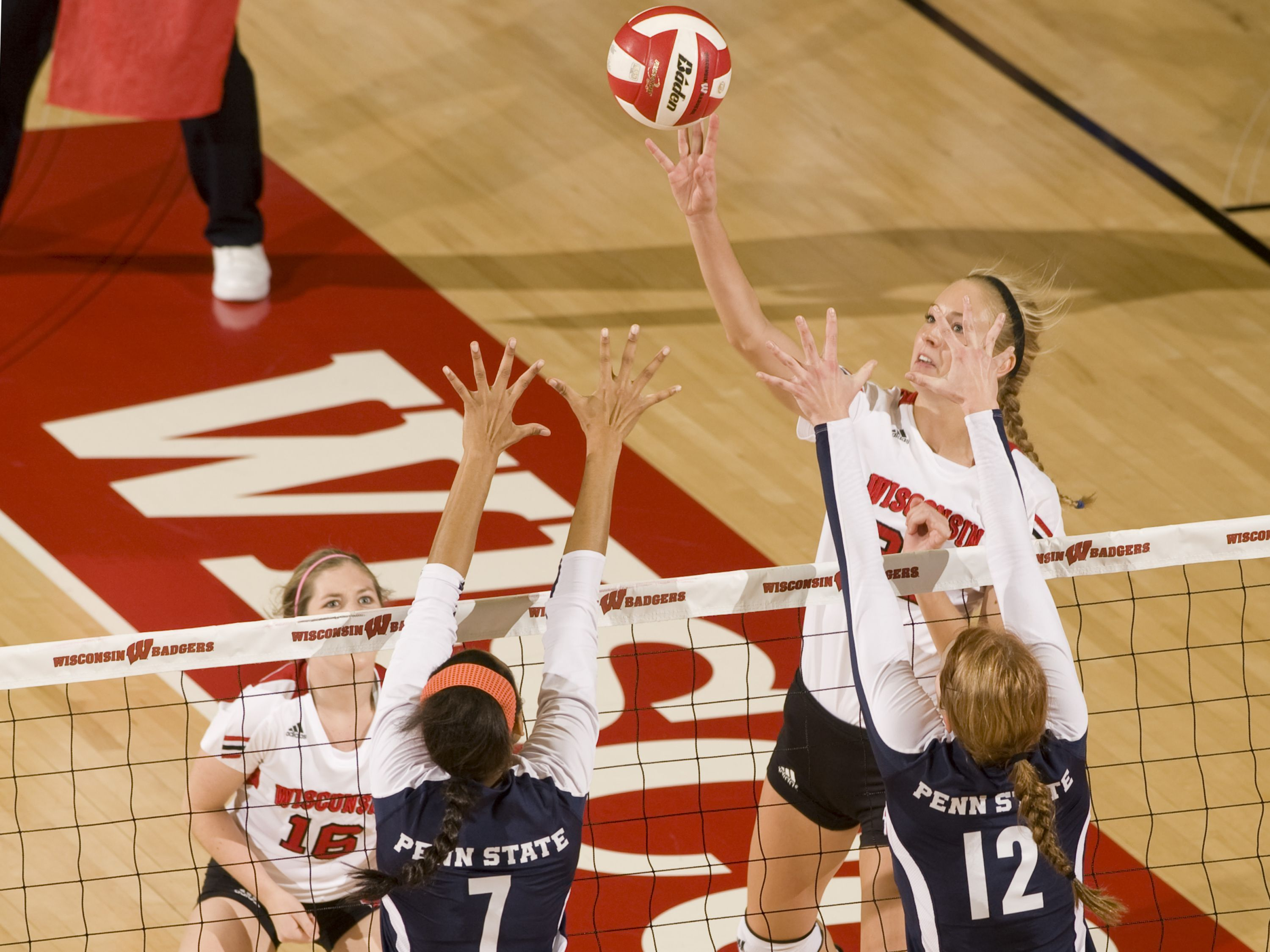 Ellen Chapman Goes Up For A Kill Against The Nittany Lions Badger Volleyball Wisconsin Badgers University Of Wisconsin