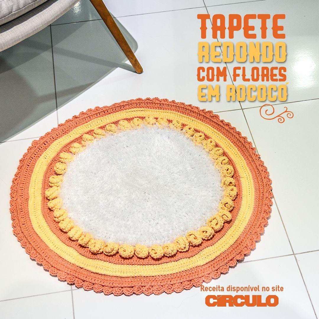 Tapete redondo com flores de efeito rococó que são uma fofura.Confira a receita clicando na imagem.