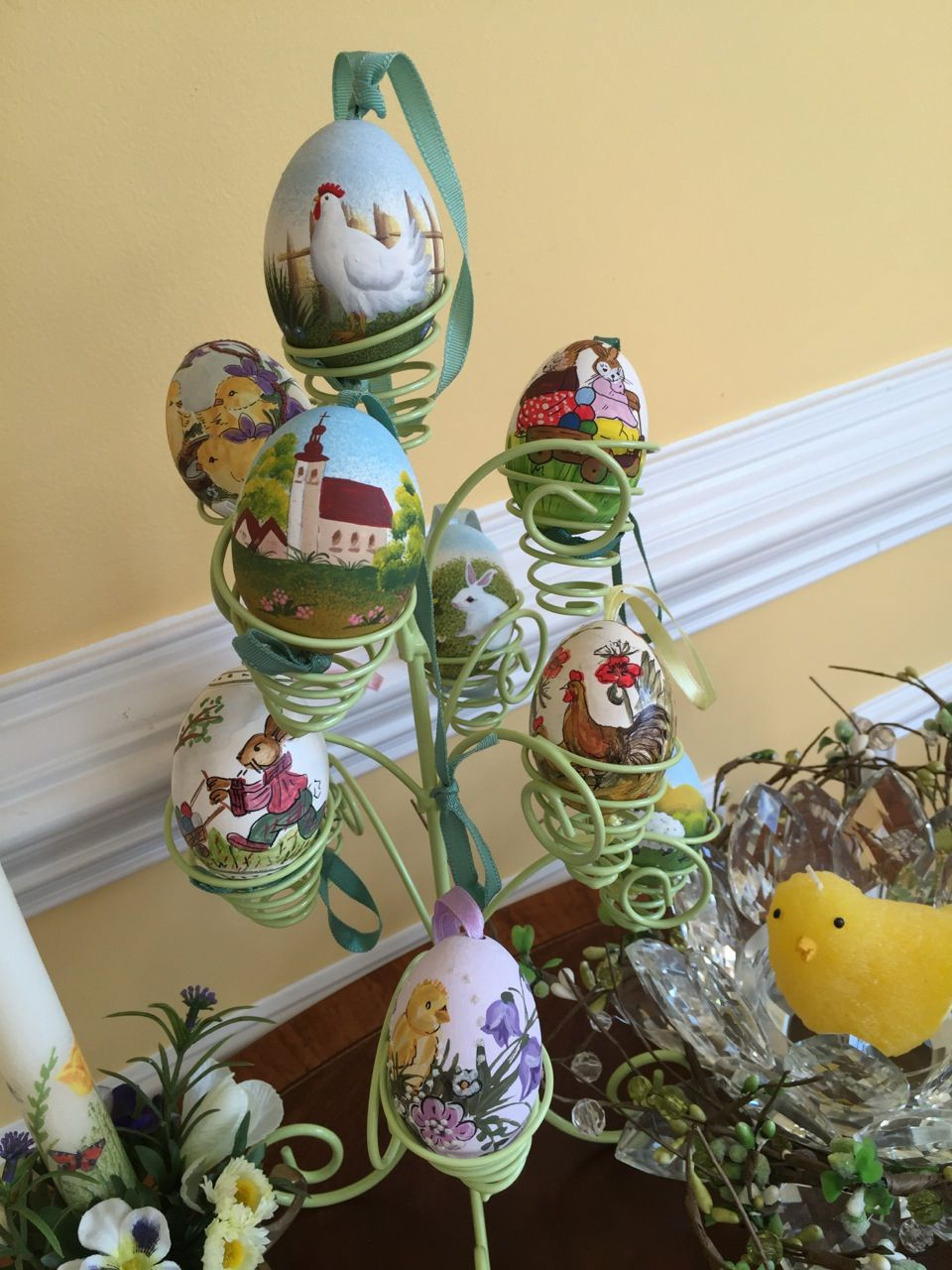 Easter Eggs Painted http://theomaway.com/festivities/see-why-americans-are-hopping-to-these-german-themed-recipes-gift-ideas-and-traditions-this-easter/
