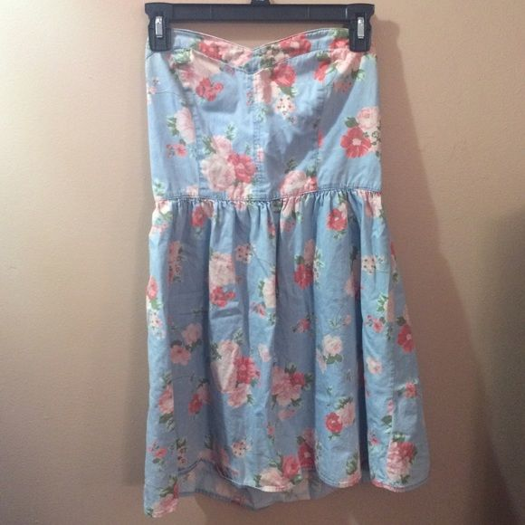 Denim/Floral Dress Sweetheart neckline, too cute! Gently worn. Back stretches to fit. Size Large but would fit medium-large. Forever 21 Dresses