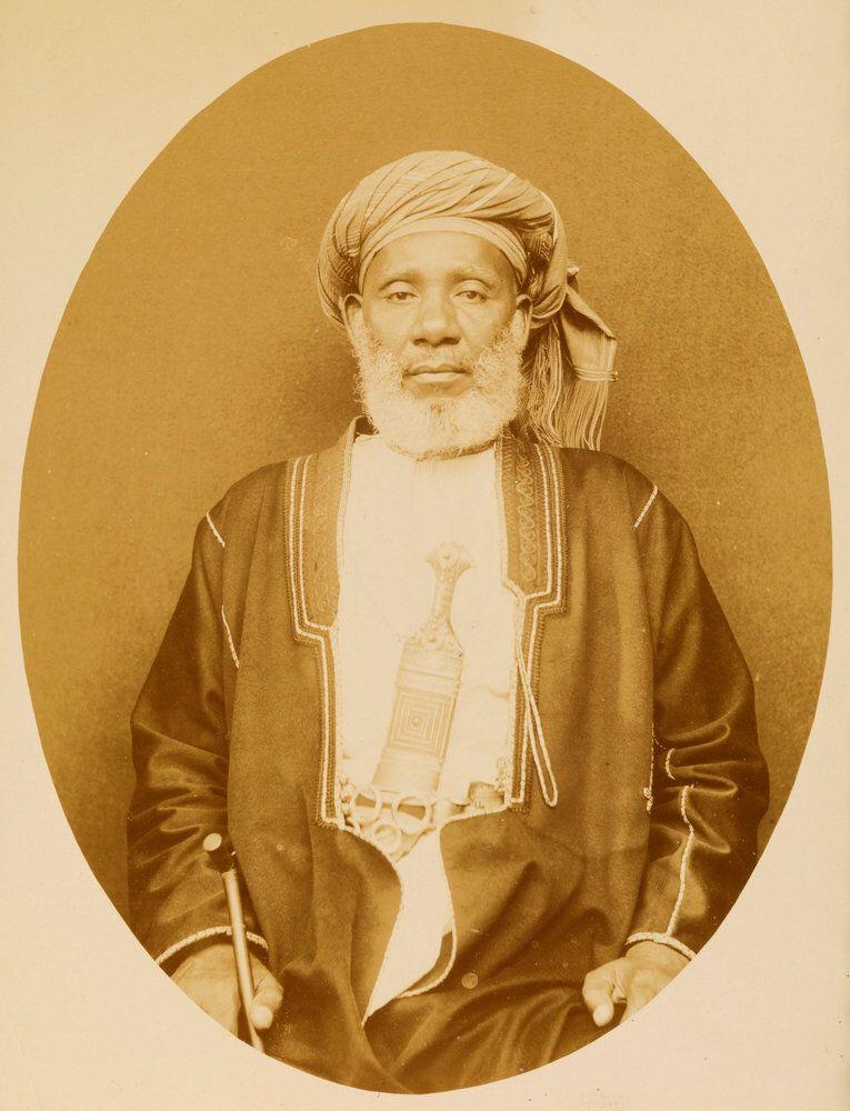 Gouverneur Au Nom D Allah Critique Essay - image 10