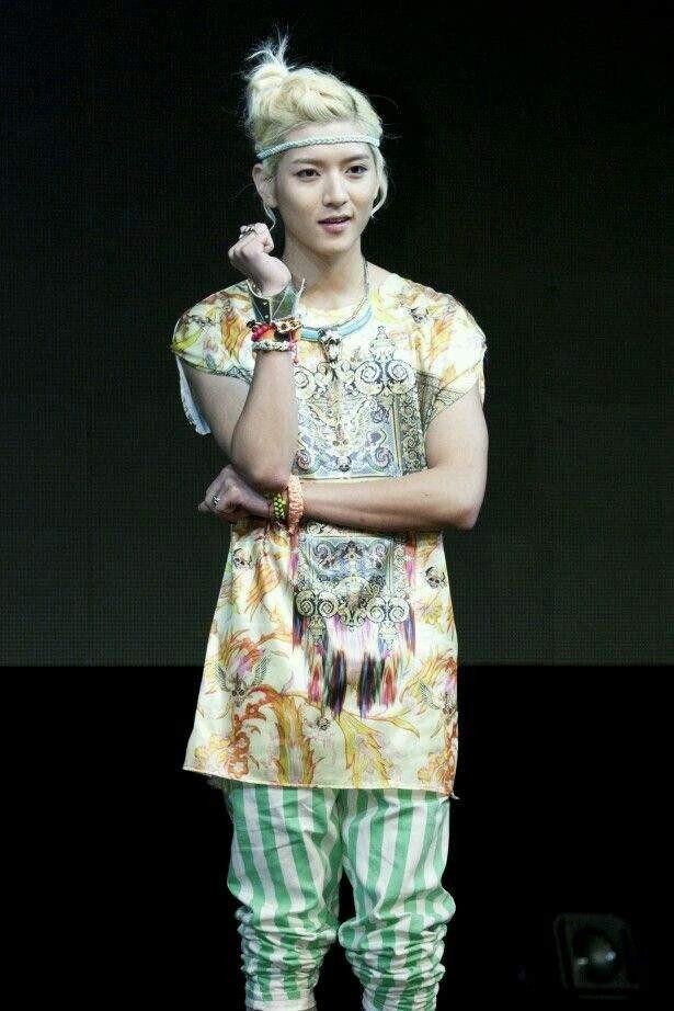 10 Idols Drool Worthy Man Buns Cute Asian Guys Fashion Pop Fashion