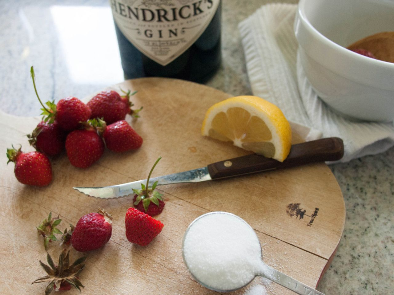 Strawberries 75 http://violetmeyer.com/strawberries-75/?utm_campaign=coschedule&utm_source=pinterest&utm_medium=VioletBites%20(victuals%20%26amp%3B%20libations)&utm_content=Strawberries%2075 #dessert