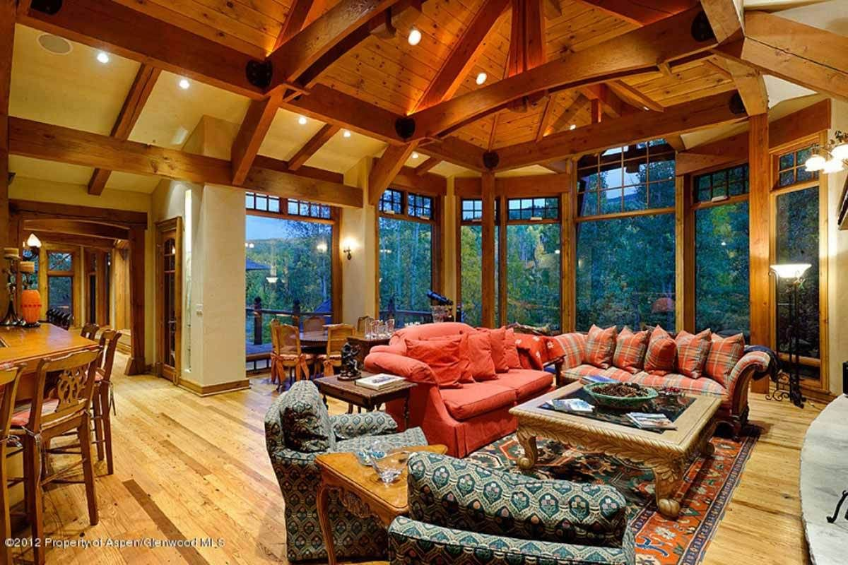 4 Cozy Cabins and Rustic Retreats to