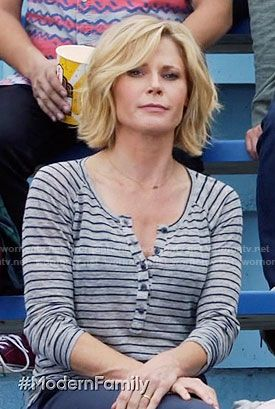 Claire S Grey Striped Henley Tee On Modern Family Julie Bowen Hair Cute Hairstyles For Short Hair Family Haircut
