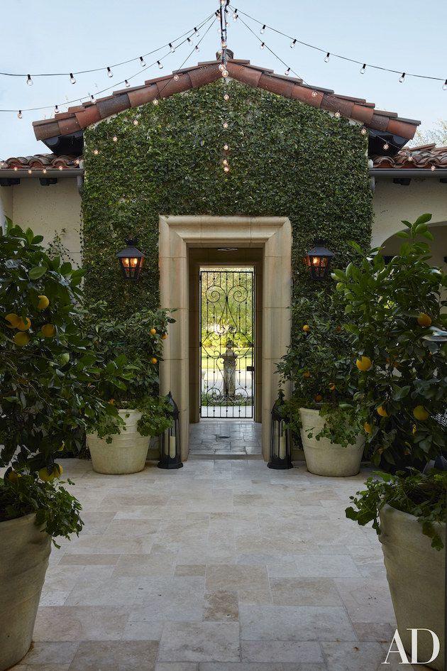 Kardashians Dream Home In California Celebrity Houses Kourtney Kardashian House Kardashian Home
