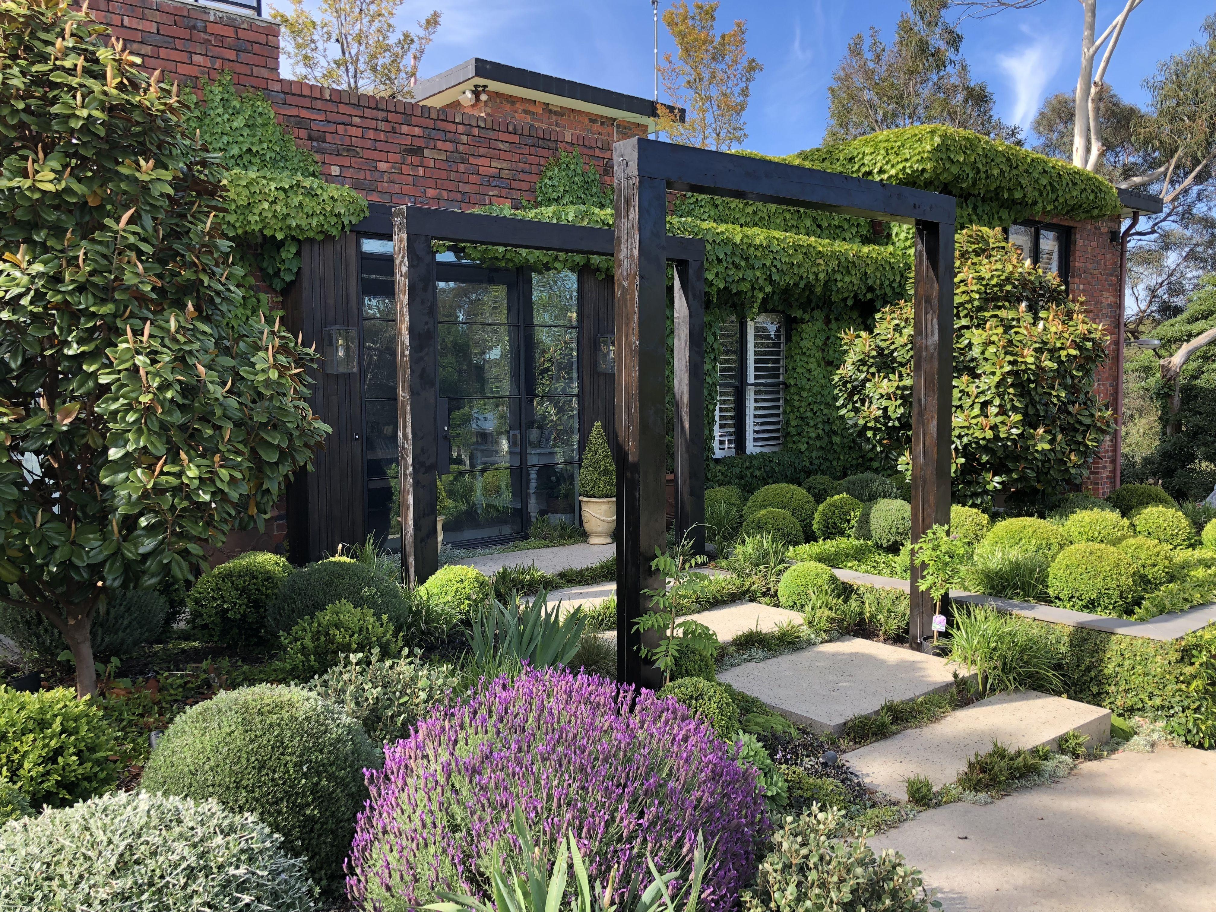 Modern Garden Arbor Melbourne Australia. A beautiful front ...