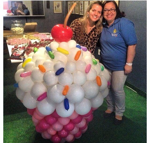 Balloon Cupcake with Sprinkles Centerpiece Larger Than Life - imagenes de decoracion con globos