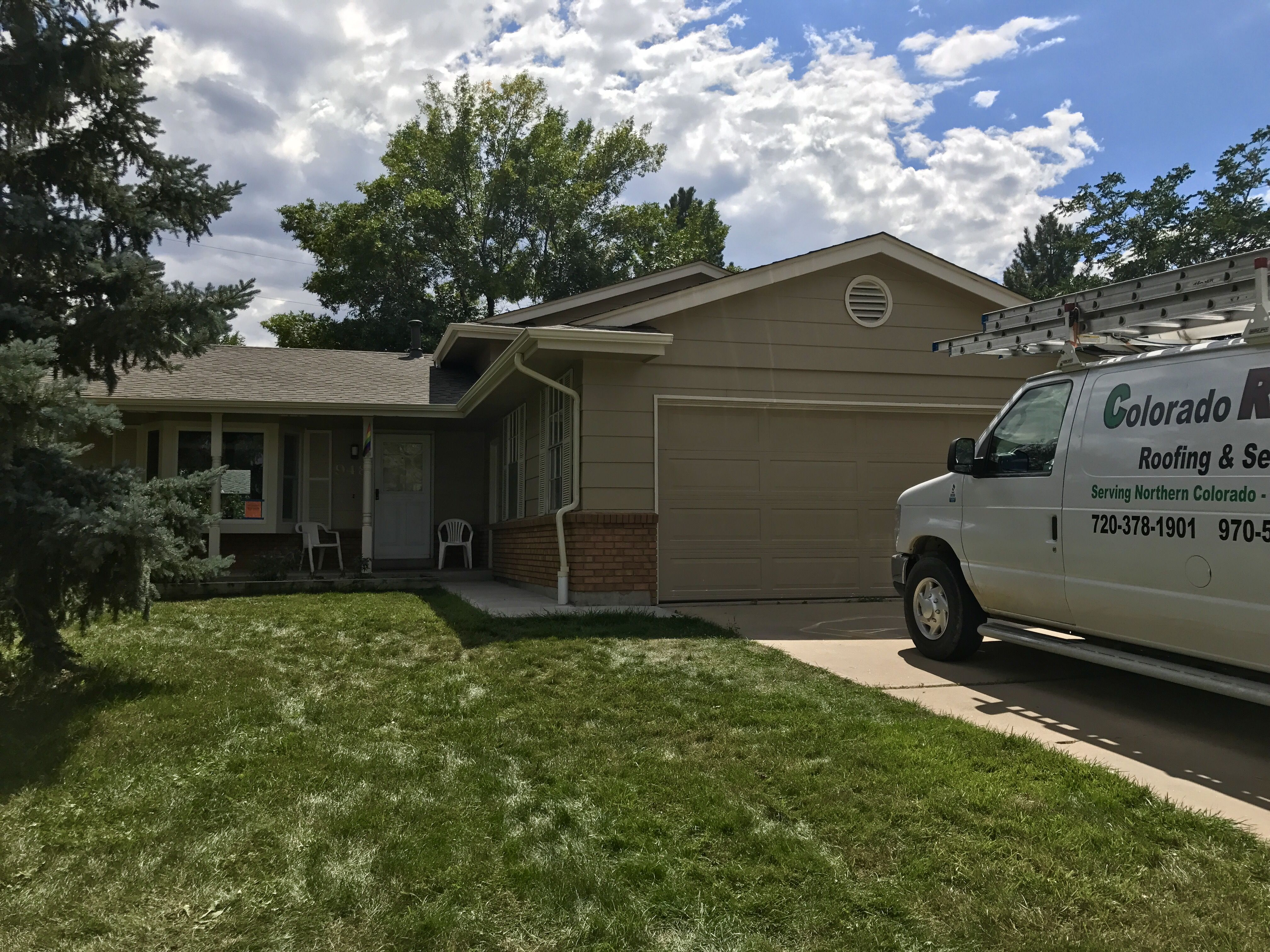 This Is A Rental That We Reproofed In Broomfield For The Owner The Shingles Are Weathered Wood In Color And Are From Th Roofing Contractors Shingling Roofing