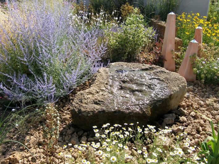 Quellstein im Garten installieren Water features, Garden water
