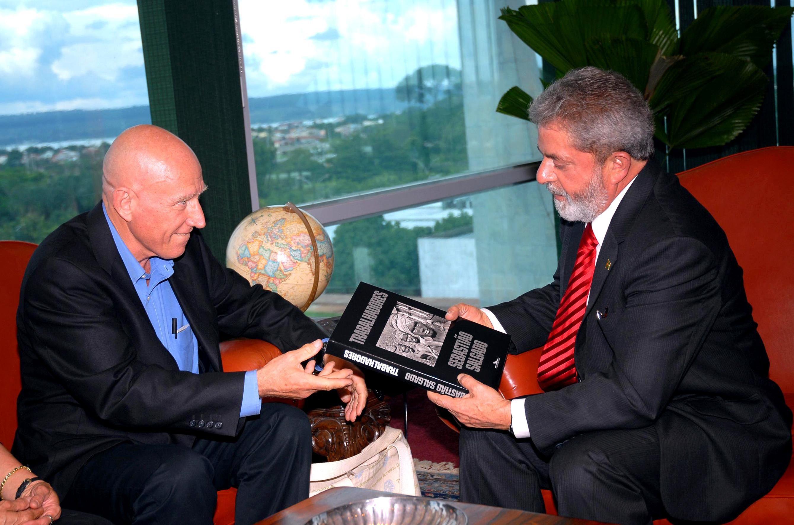 Resultado de imagem para sebastião salgado presidente Lula