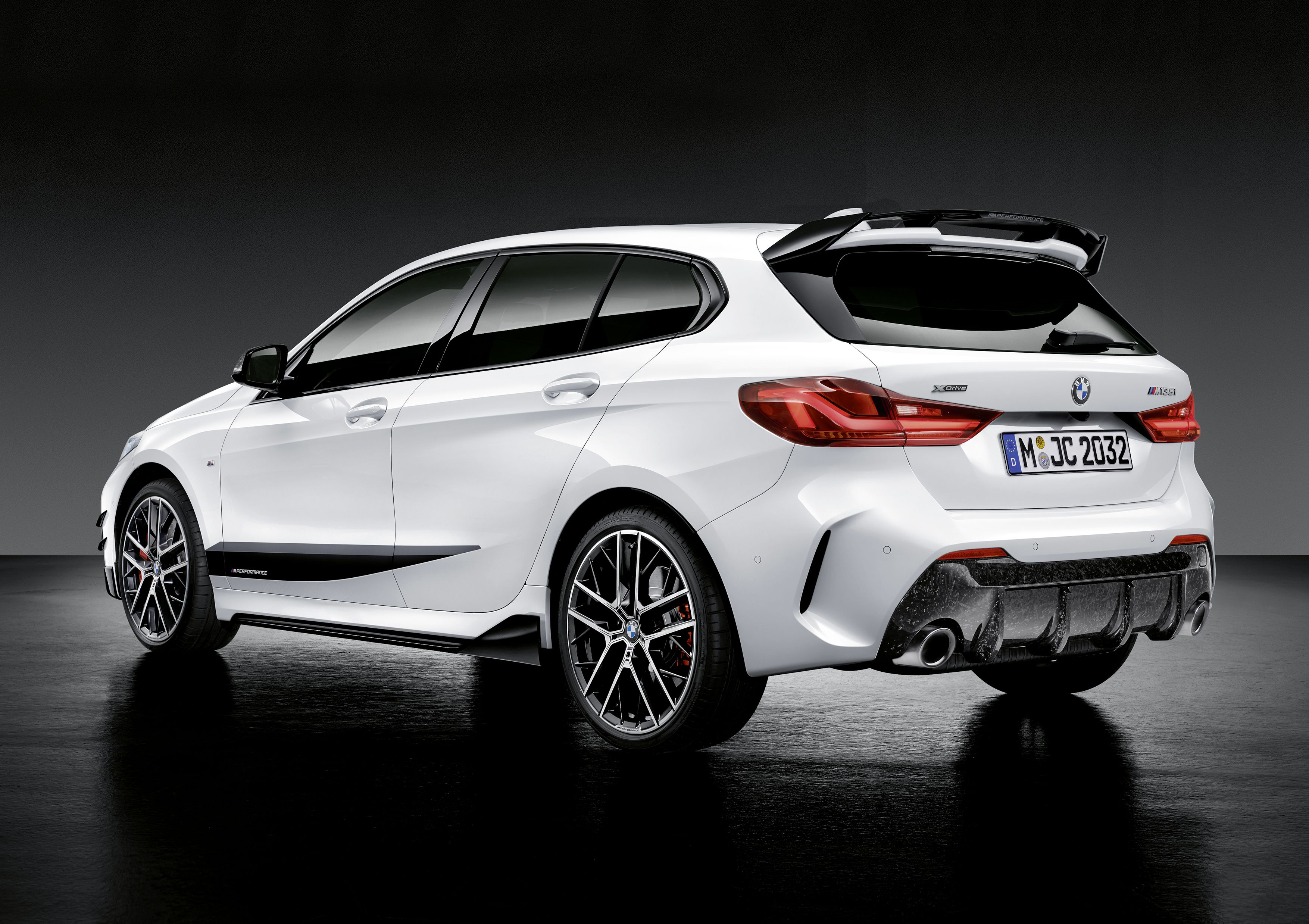 2020 Bmw 1 Series With M Performance Parts Avec Images Voiture