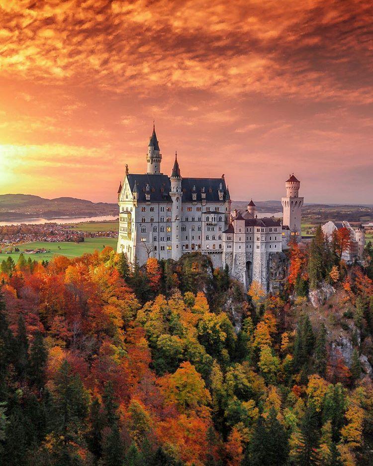 Neuschwanstein Castle Germany Travel Tourist Attraction Sightseeing Spots Superb Views Neuschwanstein Castle Germany Castles Cool Places To Visit