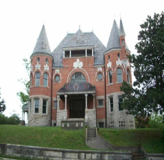 Victorian Mansion Built In 1892 In Huntington, Indiana