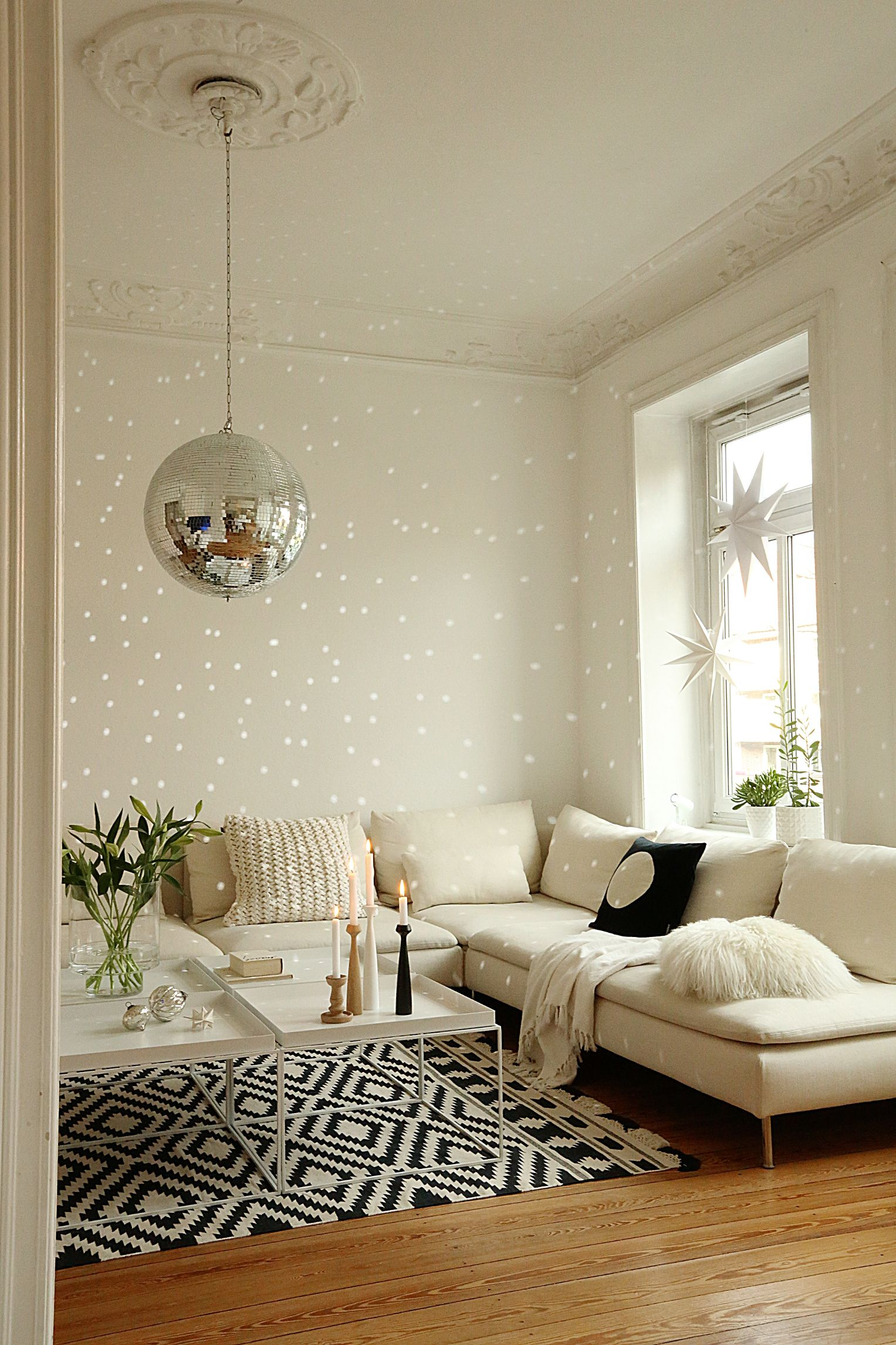 wohnzimmer livingroom hay tray ikea s derhamn disco discokugel lounge altbau wohnen. Black Bedroom Furniture Sets. Home Design Ideas