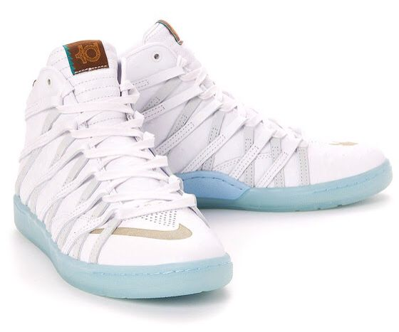 Nike KD 7 NSW Lifestyle with an icy blue bottom.