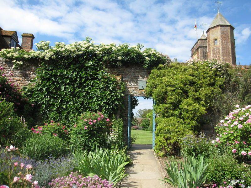 Sissinghurst Castle Kent (With images) Castle garden