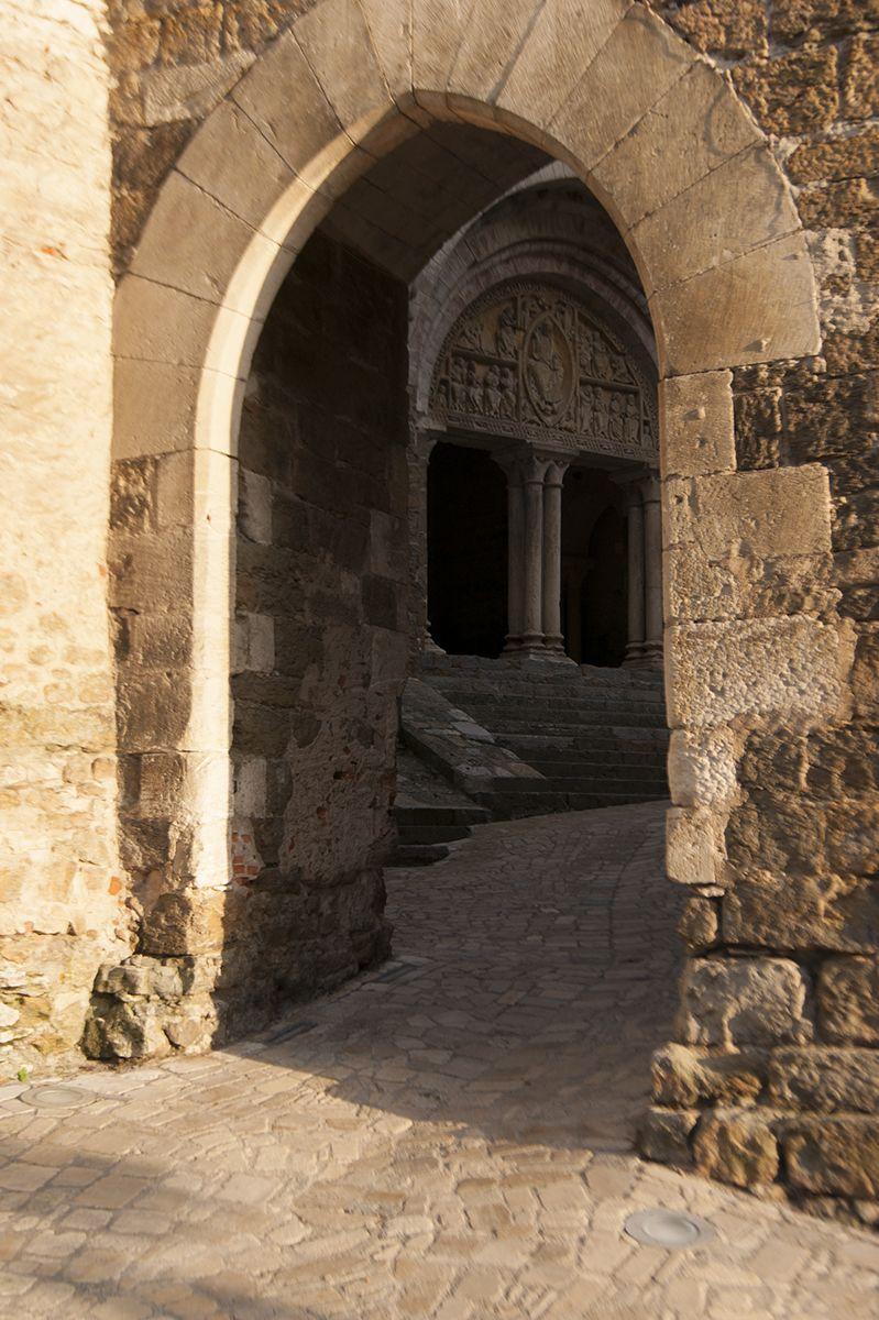 Encuadre de la portalada de Carennac, Francia. | Carennac | Pinterest