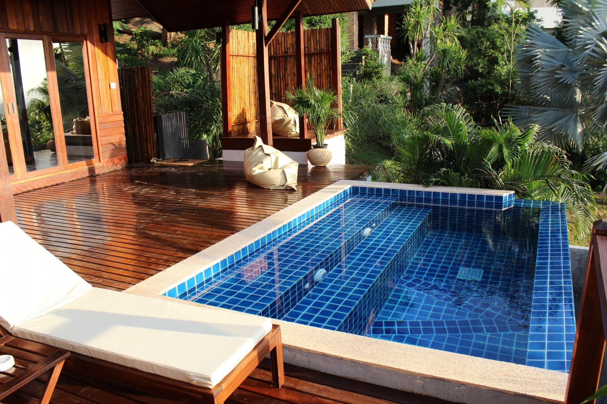 Top 10 romantic hotels in the world   Pool patio, Small ...