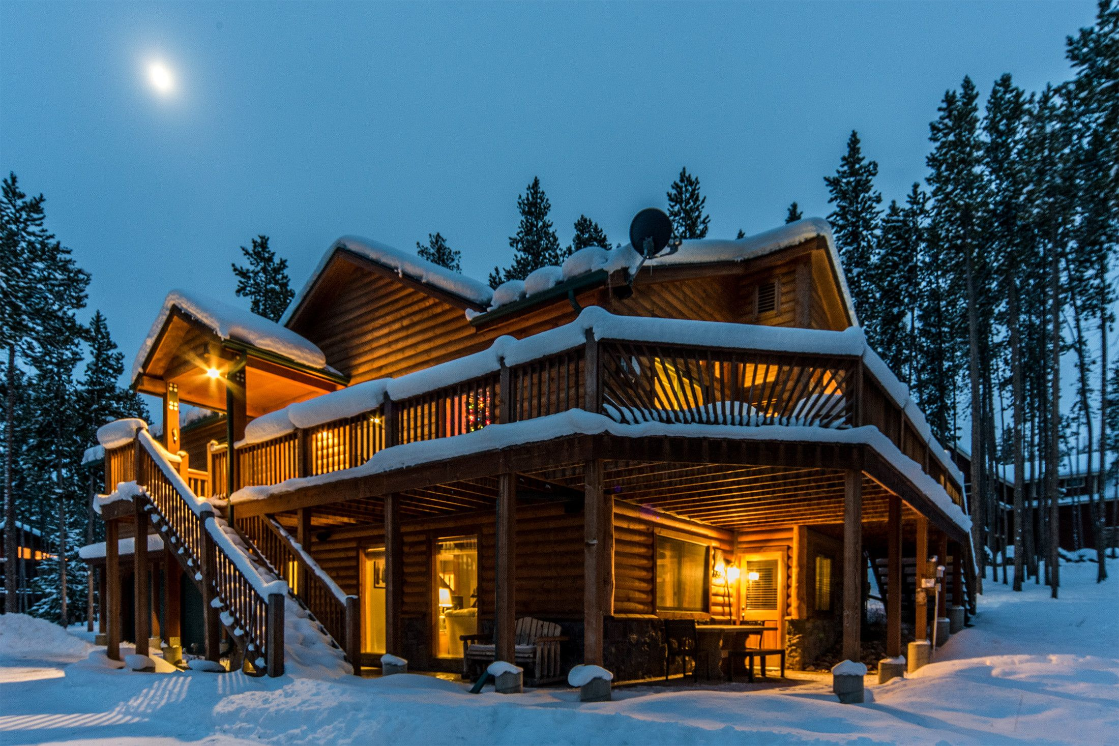 You Can Afford Your Dream Getaway Complete With Hot Tubs Mountain Views And More Winter Is Magical In The Colorado Cabins Luxury Cabin Aspen Colorado Cabins