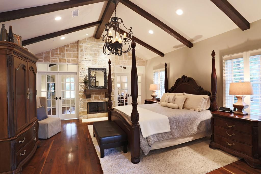 Best Spacious Master Suite Located On 1St Floor Features Walnut 400 x 300