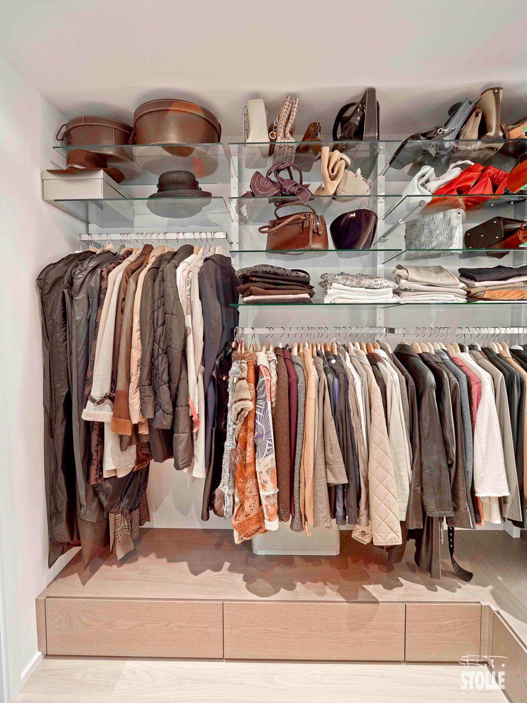 Schranksystem Perfekt Mit Anderen Mobeln Kombinierbar Begehbarer Kleiderschr Begehbarer Kleiderschrank Regalsystem Begehbarer Kleiderschrank Kleidung Schrank