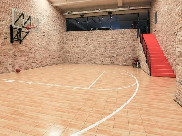 Pro golfer hunter mahan s mansion features a basketball for Custom indoor basketball court