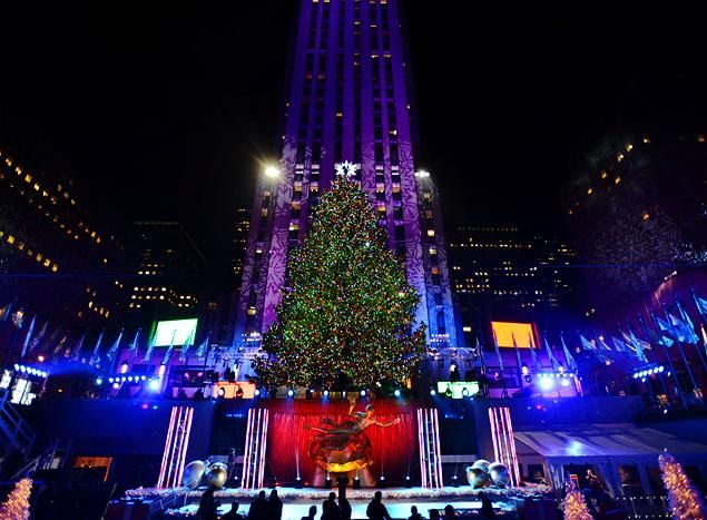 christmas pictures of new york city | ROCKEFELLER CENTER CHRISTMAS TREE LIGHTS UP NEW YORK CITY | The Jolly ...