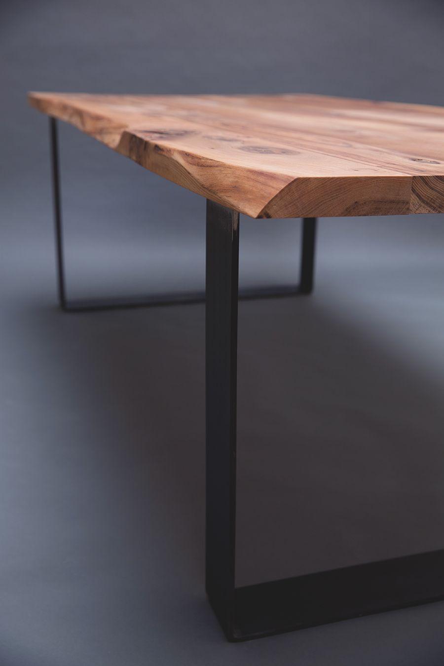 Vous Pouvez Voir Ici Une Magnifique Table En Orme Europeen En Plus D Etre Un Bois Tres Rare De Nos Jours Salle A Manger Bois Table Salle A Manger Table Design