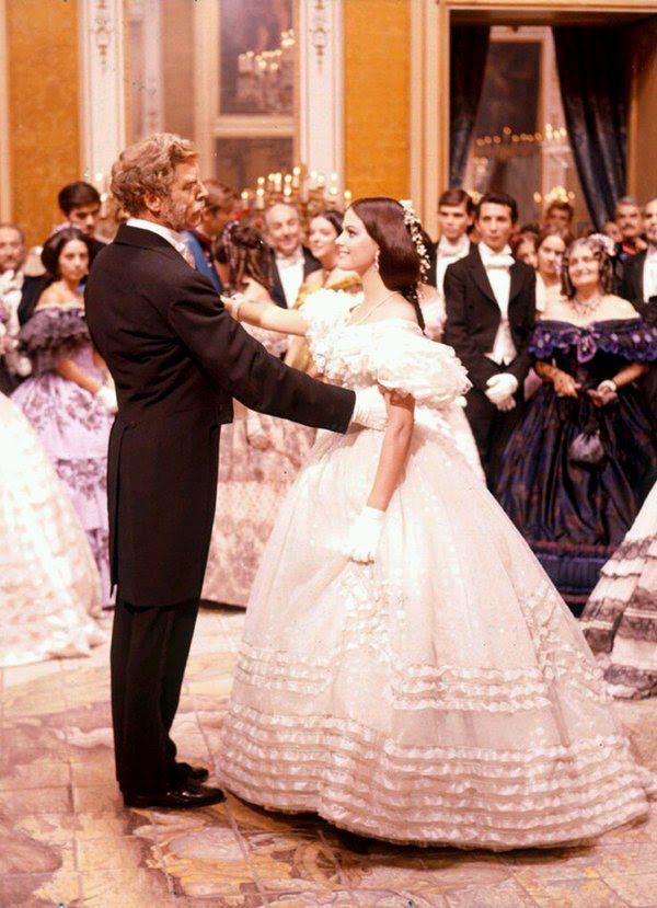 Famosa scena del ballo in Il Gattopardo di Luchino Visconti con ...
