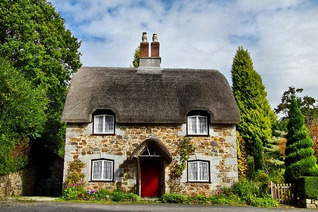 12 Stunning Cottage Design Ideas That Look Like From The Fairy Tales Thatched Cottage English Country Cottages Dream Cottage