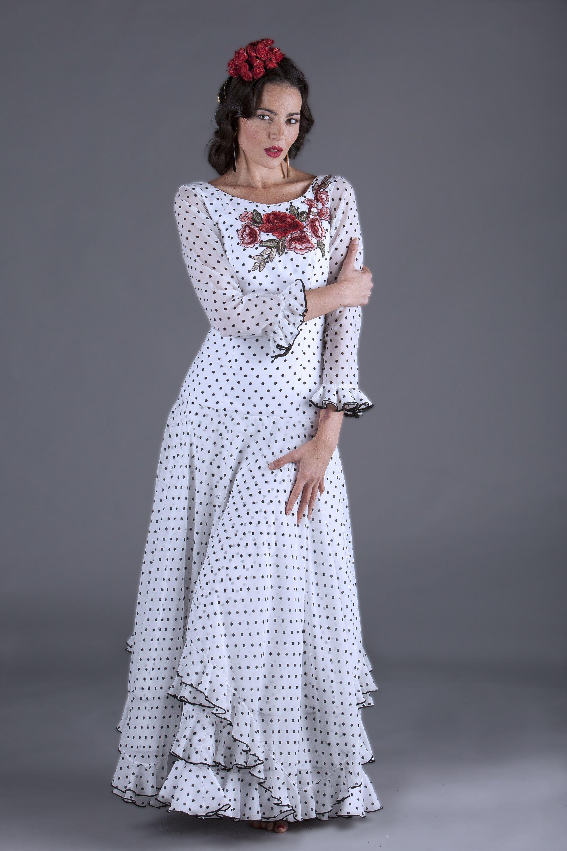 6a3e1b801 El traje de gitana modelo TAMARGUILLO es un vestido de cuerpo ...