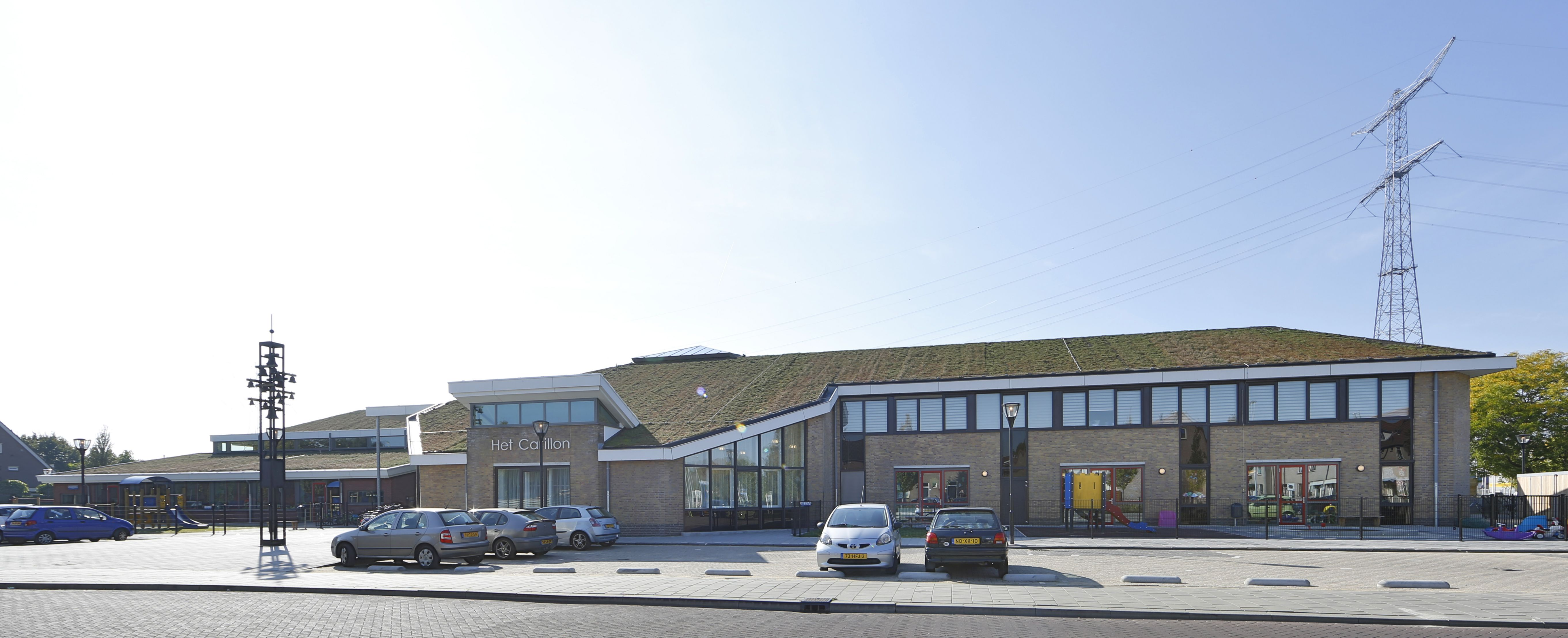 Brede school Het Carillon is gerealiseerd na een ingrijpende vernieuwbouw van het voormalige gemeentehuis van Nieuw-Lekkerland.