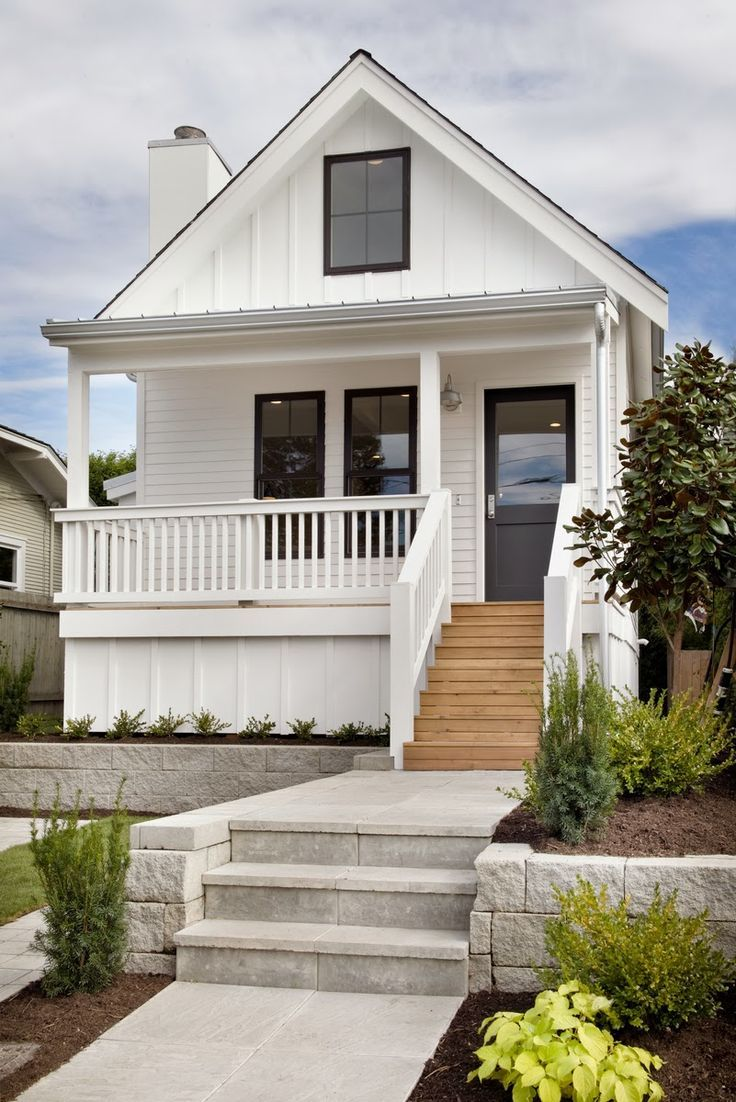 Clean white house home dreamy spaces pinterest for Beach style house exterior