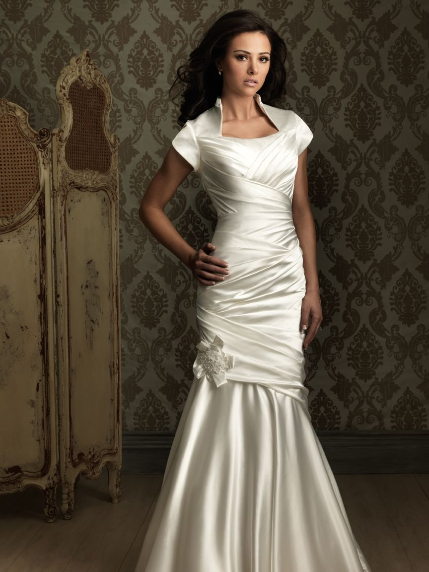 Personally, I hate mermaide dresses but this one is great, love the soft satin and how simple it is...