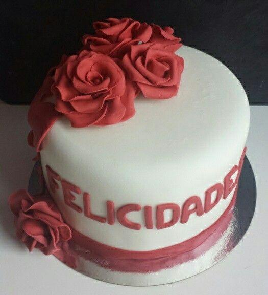 Tarta de rosas rojas. Chocolate negro con nata