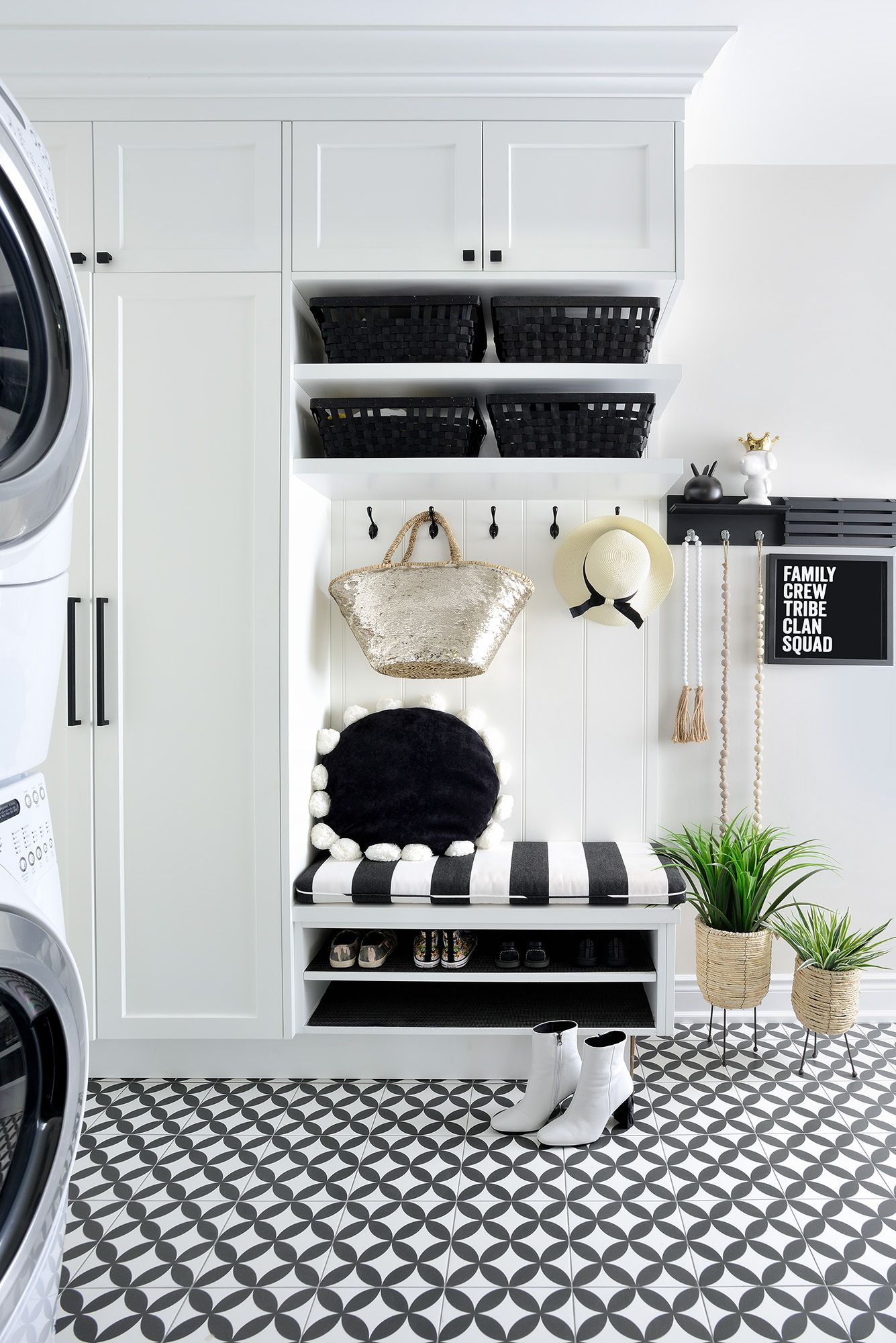 By Decor By Christine Small Mudroom In Graphic Black And White With Stunning Floor Tiles And Fun Accents Fr Decor Design Decor Decor Interior Design