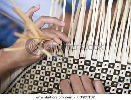 weaving pattern  (Wow, how intricate!)