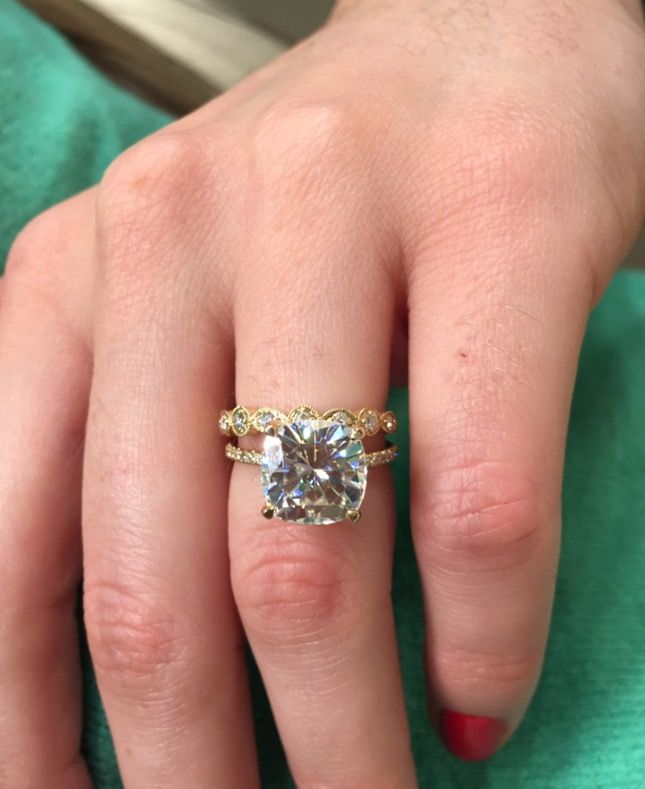 Help! Need pics of your large Moissanite ring!! - Weddingbee