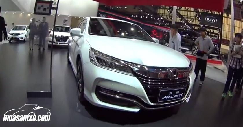 Đánh giá xe Honda Accord 2018 về ưu nhược điểm thiết kế vận hành và giá bán: Honda Accord 2018 được cung cấp sức mạnh bởi động cơ 2.4 lít 4 xi-lanh hoặc tùy chọn động cơ V6 3.5 lít với sức mạnh 278 mã lực khi kết hợp cùng hộp số tự động 6 cấp. Ngoài ra còn có thêm phiên bản động cơ điện mà hiện tại, thông tin chi tiết vẫn chưa được tiết lộ. Mức tiêu hao nhiên liệu theo công bố của nhà sản xuất dành cho thế hệ mới là 8.7/6.5/7.8 lít/100km đường thành phố/cao tốc/kết hợp…